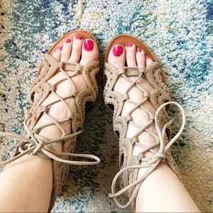 1.State | Gladiator Lace Up Flats Sandals Vacay